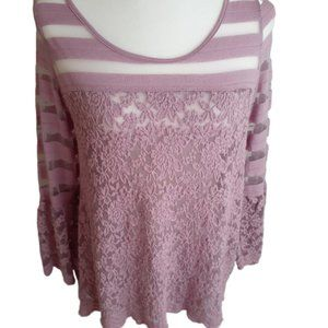 3/$20 BKE mauve lace top 3/4 bell sleeves small